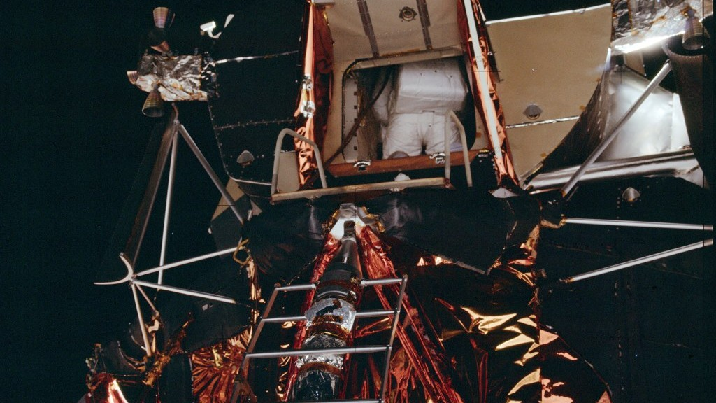Apollo_11_EVA_Buzz_Aldrin_in_LM_small